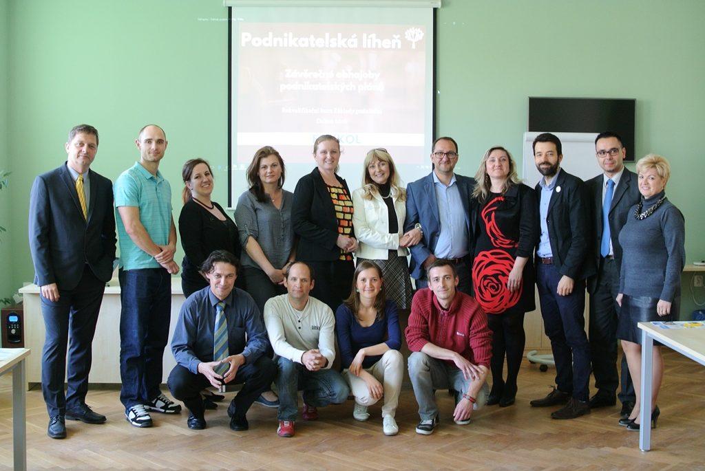 Účastníci a lektoři rekvalifikačního kurzu Základy podnikání